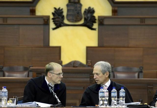 Kúria-bejelentés: a devizahitelek maradnak, a kormánynál a labda