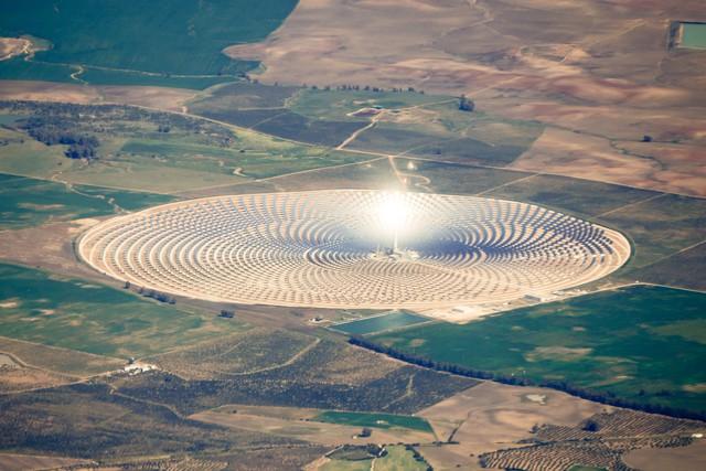 Sóolvadékos naperőmű termeli az áramot Kínában