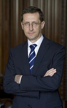 Varga: senki sem akarja tönkretenni a bankrendszert! (Interjú)