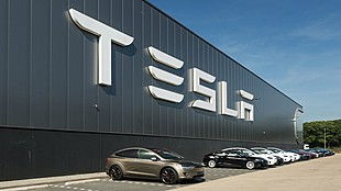 Hungarian Foreign Minister to personally lobby at Tesla VP