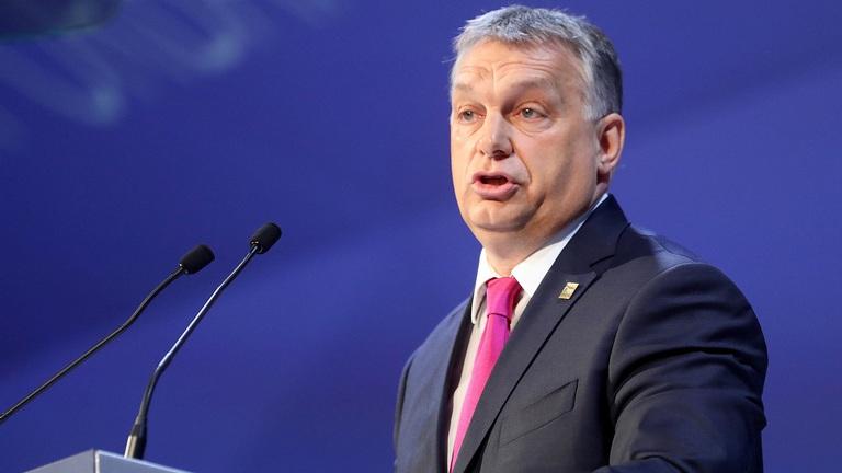 Hungarys Orbán talks Putin, Merkel, refugees with German paper