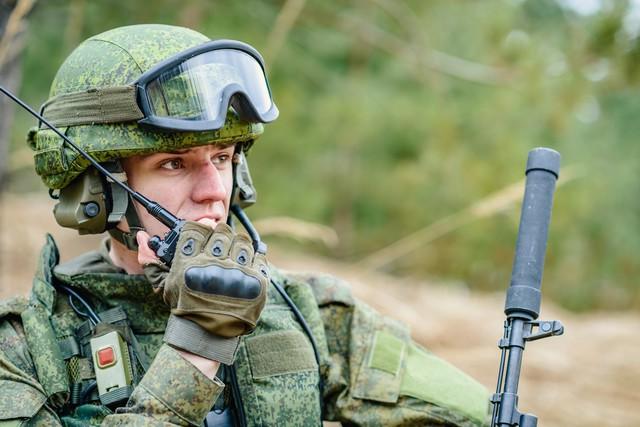 916739ff3365 10 félelmetes szuperfegyver, amivel rettegésben tartja Putyin a világot.  Egy orosz katona(vagy ...