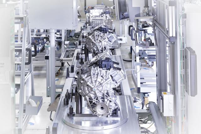 Új korszak kezdődött a győri Audinál - Elindult az elektromotorok gyártása