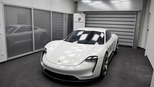 A Tesla nyomulása szétfeszíti az autóipart - Itt a riválisok mesterterve, hogy megállítsák