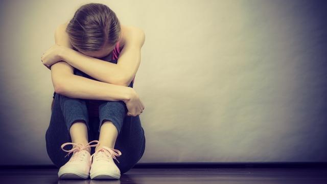 Valami nagy baj van a fiatalokkal: súlyosan szoronganak és depressziósak
