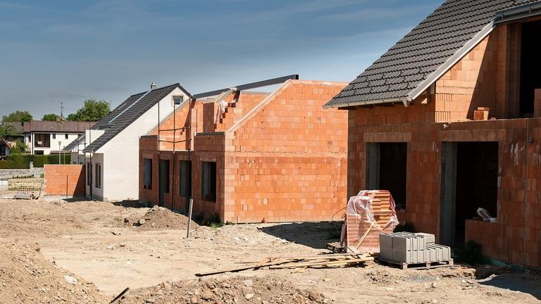 Hónapok, vagy évek? – Ennyi időbe telik felépíteni egy családi házat