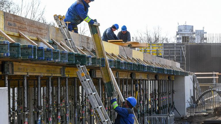 """A magyar építőipari valóság: török vendégmunkások és a """"zsigulis brigádok"""""""