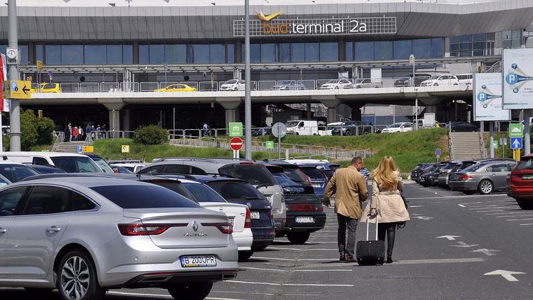 Jó hír a reptéren parkoló autósoknak
