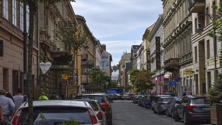 Döbbenetes látványosság a pesti belvárosban – Turisták milliói haladnak el mellette