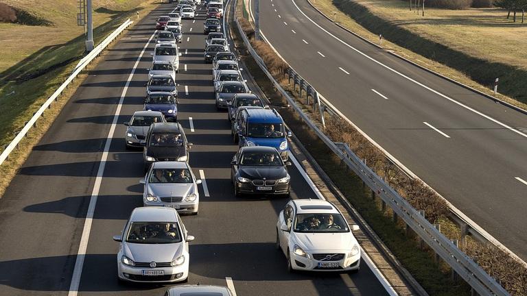 Változik a közlekedés az M1-es autópálya felújítása miatt