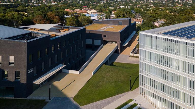 Így néz ki egy XXI. századi egyetem – A MOME új campusában jártunk (képek)