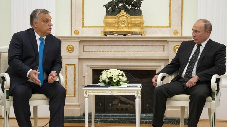 Putyin a magyar kormányéhoz hasonló családtámogatási lépéseket jelentett be
