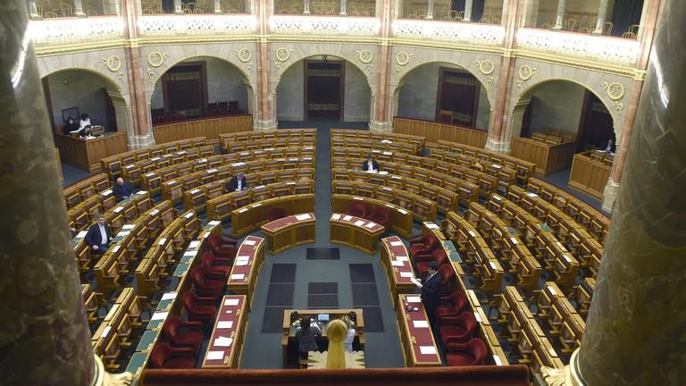 A családvédelmi akciótervről szavaz a parlament