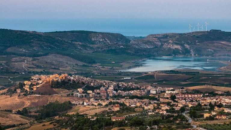 300 forintért kínálnak nyaralókat az olasz kisvárosban