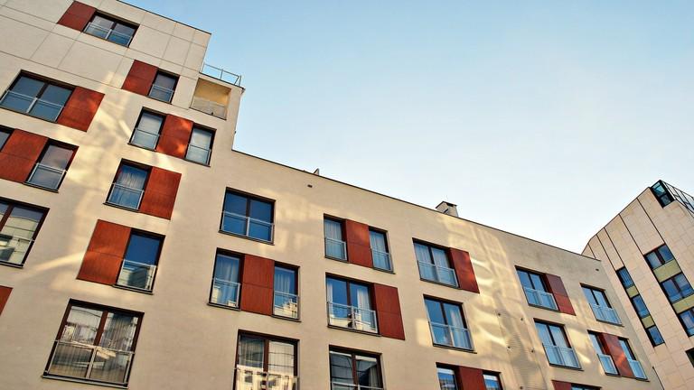 A döntés a kormánynál: marad az 5%-os áfa, vagy még durvábban szárnyalnak a lakásárak