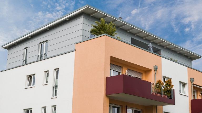Több ezer új lakás átadása már egy évet, vagy annál is többet fog csúszni