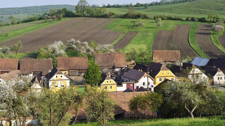 Hány családi ház jön ki a falvakban egy budapesti lakás árából?