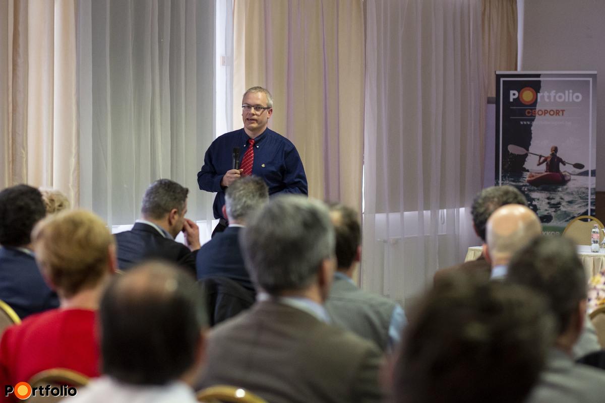 Ipacs Viktor (kisvállalati szegmens menedzsment vezető, Raiffeisen Bank): Finanszírozási lehetőségek a kkv-k számára - fókuszban az új NHP