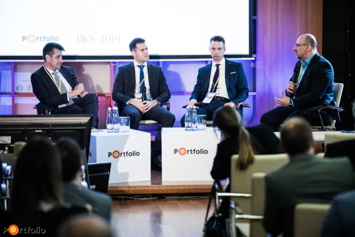 Alternative investment opportunities – What is worth investing in? Participants of the panel from left to right: Tamás Móró (Chief Strategist, Concorde Értékpapír Zrt.), Ferenc Hosszú CFA (Director, Commodities, OTP Alapkezelő Zrt.), Norbert Cinkotai (Head of Research & Content, KBC Equitas) and the moderator, Ferenc Virág (CEO, RND Solutions Zrt.)