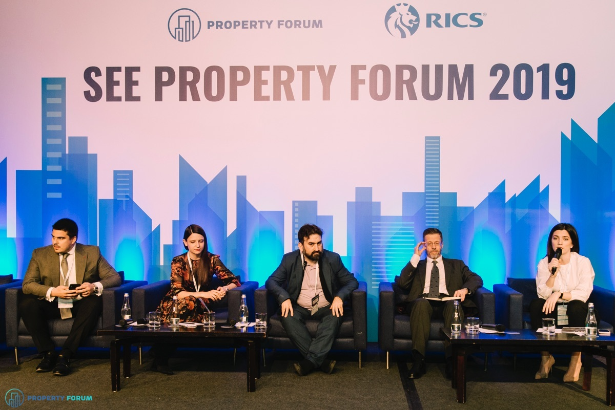 Workplace panel: Mihai Paduroiu (CBRE Romania), Raluca Munteanu (Iulius Group), Leandro S. Escobar Torres MRICS REV (Professional Association of Valuation Companies of Spain), Hugh Watkins (Vistra Romania) and Mirela Ciovica (Knight Frank Romania)