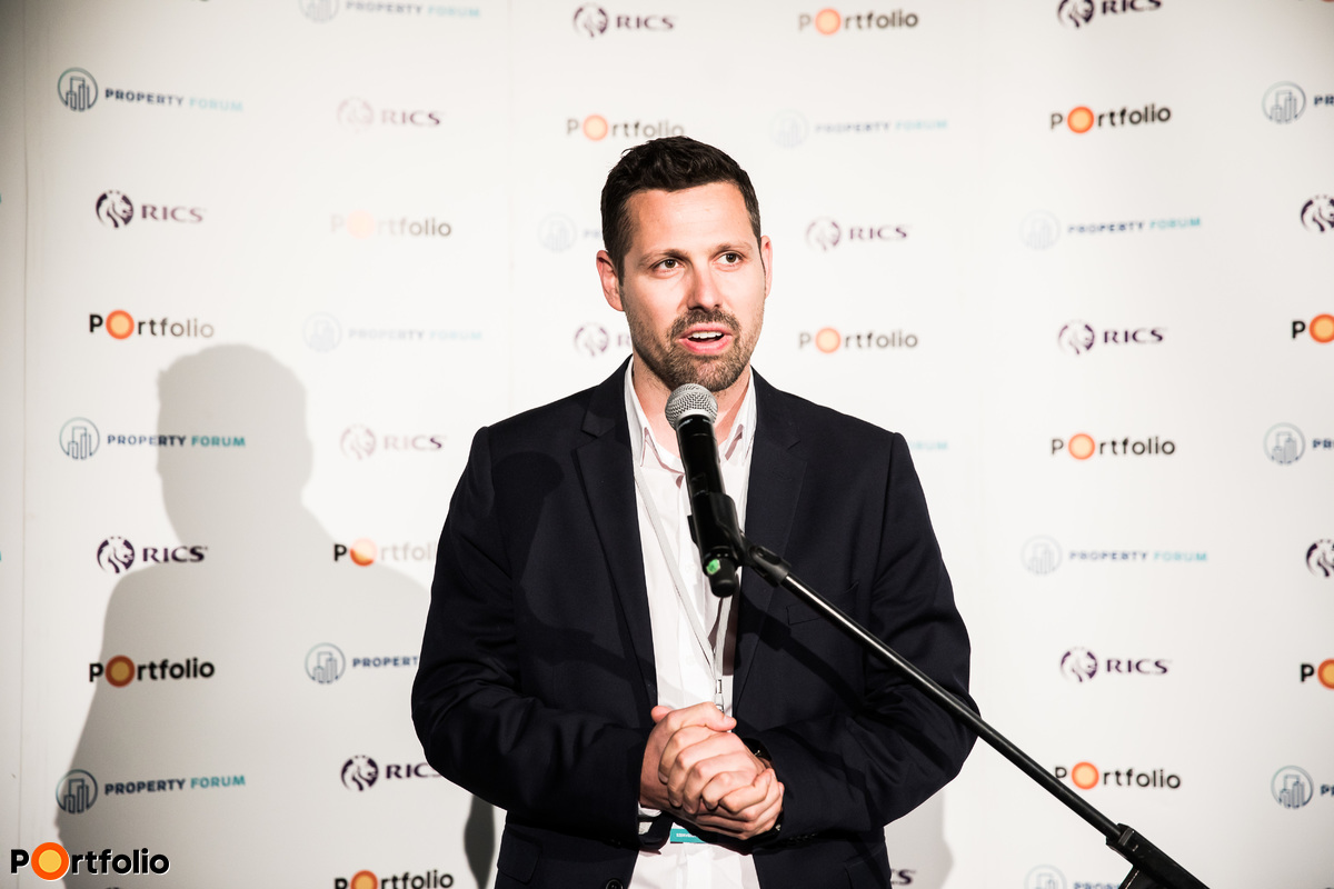 Ditróly Gergely (ingatlandivízió-vezető, Portfolio) nyitotta meg a Lakás Klub EXTRA állófogadását