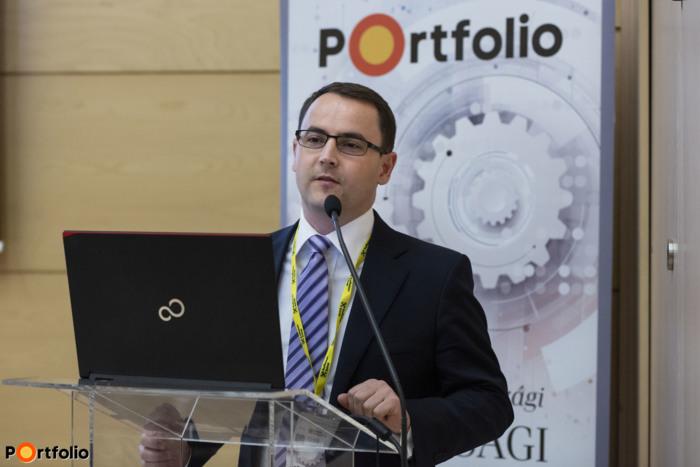 Weinhardt Attila, a Portfolio vezető elemzője köszöntötte a vendégeket