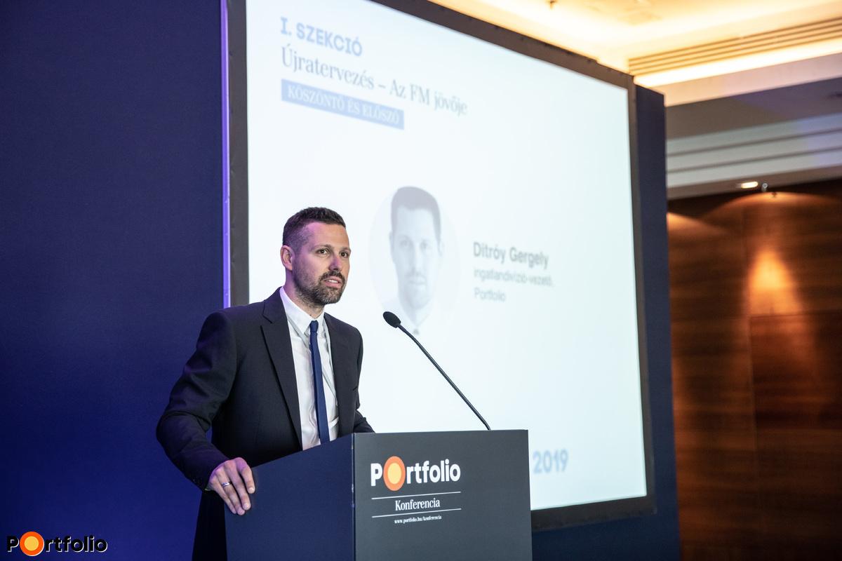 Ditróy Gergely (ingatlandivízió-vezető, Portfolio) köszöntötte a vendégeket a Fm&Office konferencián