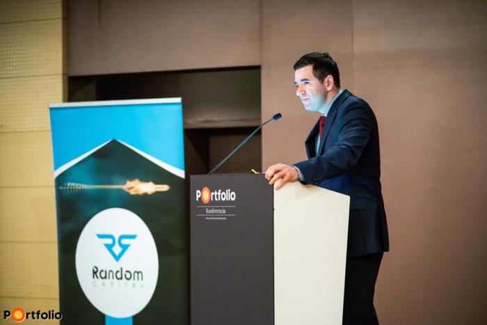 Varga-Balázs Attila (igazgató, BÉT Kereskedési és Üzletfejlesztési Igazgatóság) előadása
