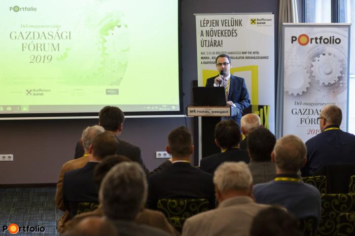 Köszöntő: Weinhardt Attila, vezető elemző, Uniós Források rovatvezető, Portfolio