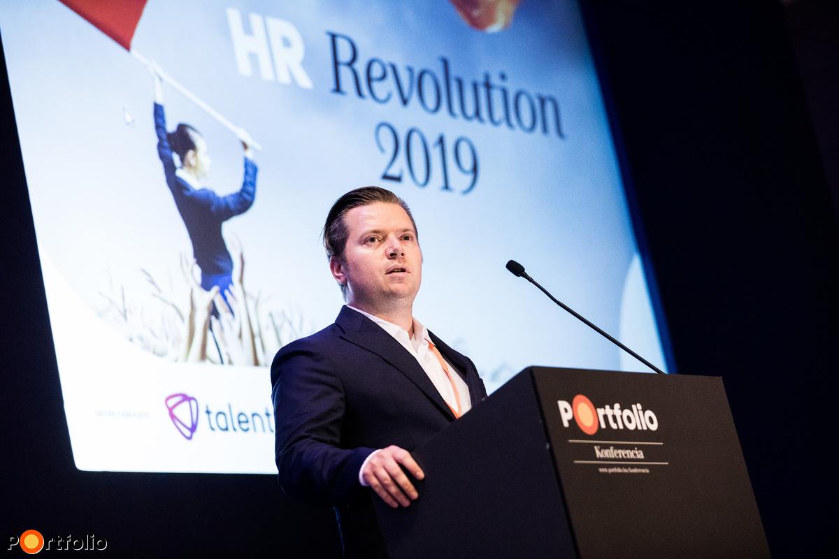 Nagy Bálint (vezető szerkesztő, Pénzcentrum - HRCentrum), a HR Revolution 2019 szakmai szervezője megnyitja a konferencia II. szekcióját