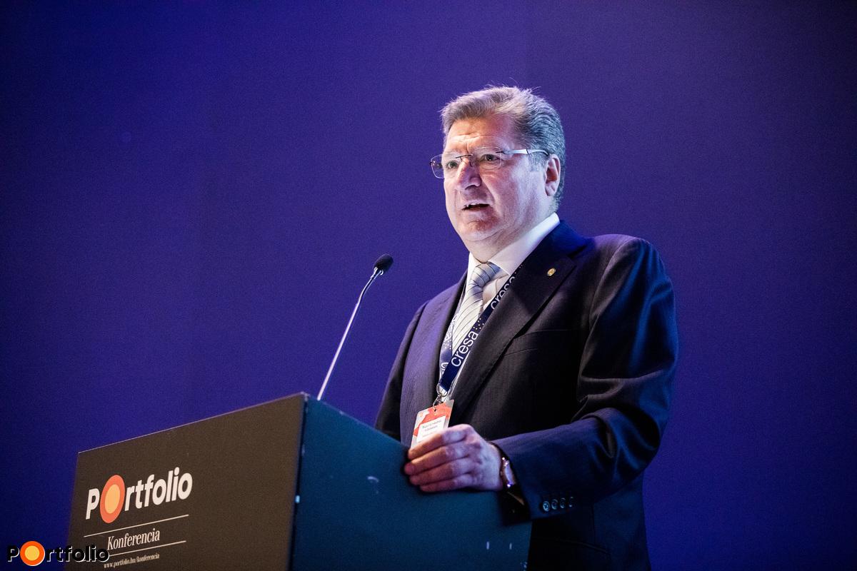 dr. Parragh László (elnök, Magyar Kereskedelmi és Iparkamara) tartotta meg a nyitóelőadást