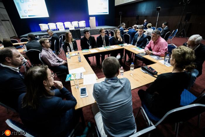Körasztalos networking: 3-as asztal – Milyen úton haladunk? - Moderátor (Vígh Zoltán, ügyvezető igazgató, Jedlik Ányos Klaszter)