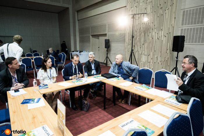 Körasztalos networking: 2-es asztal – Okosodás előtt stratégia - Moderátor (Szemerey Samu, vezető településügyi szakértő, Lechner Tudásközpont)