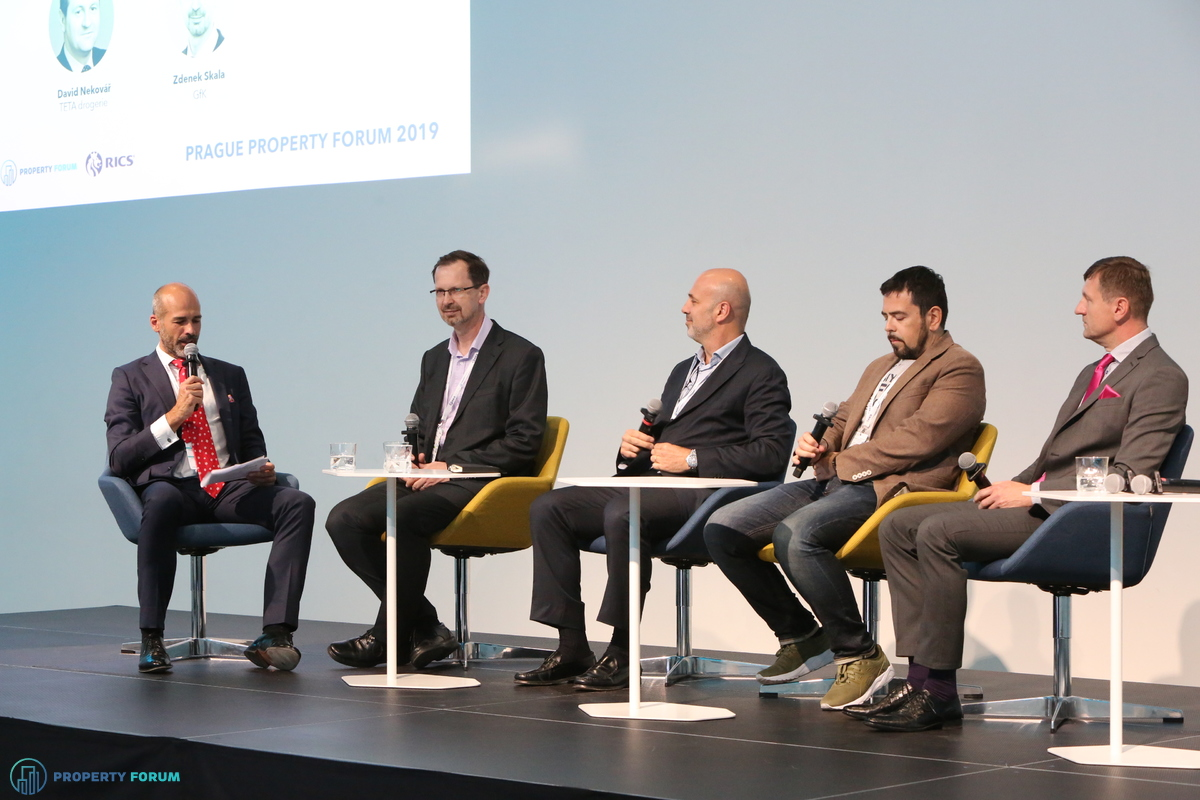 Retail panel: Jan Kotrbáček (Cushman & Wakefield), Zdenek Skala (GfK), Duarte Cabral (Sonae Sierra), Leon Goldwater (We Are Pop Up) and David Nekovář (TETA drogerie)