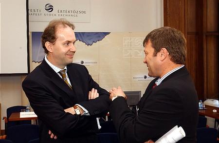 Zsolt Katona (ING), BSE Supervisory Board member chatting