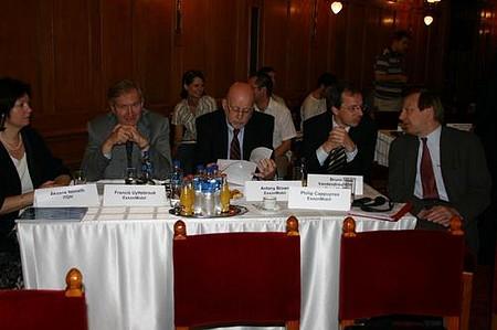 Az ExxonMobil küldöttsége is várakozik