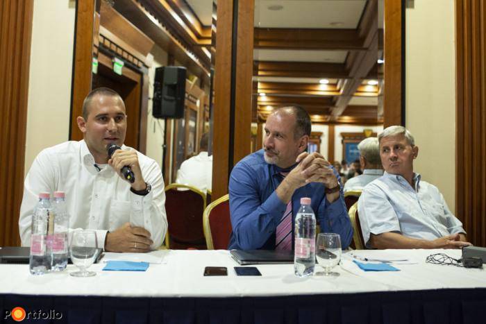 Kérdések és válaszok szekció: Bundics Márton (Babaváró Hitel szakértő, Takarék Csoport), Hideg Richárd (CSOK szakértő, Takarék Csoport) és Mester Nándor (elemző, ingatlanrovat, Portfolio)