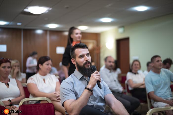 A közönség feltehette kérdéseit a szakértő előadóknak