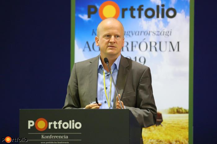 Fazakas Péter (Elemzés, Termék- és Folyamattámogatási Igazgató, Agrár Üzletág, Takarék Bank): A mezőgazdaság finanszírozási kérdései - Forrásbevonást vagy forráskivonást jelentenek a földjogi változások?