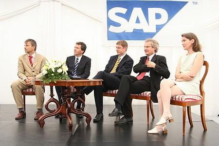 Demszky Gábor, Prof. Dr. Claus Heinrich, az SAP AG igazgatósági tagja, Gyurcsány Ferenc, Prof. Dr. Henning Kagermann, az SAP Ag vezérigazgatója;  Laure Le Bars, az SAP Labs Hungary ügyvezető igazgatója