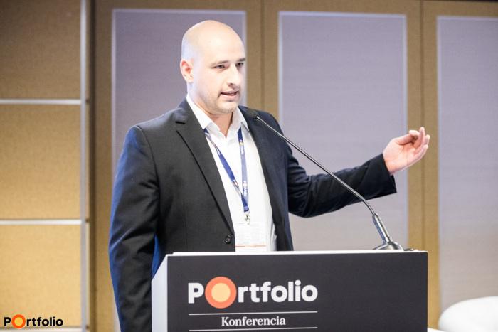 Szandányi Levente (vezető szerkesztő, Portfolio): Véget ért a hagyományos autógyártás aranykora – Hatalmas kihívásokkal köszöntött be az új korszak