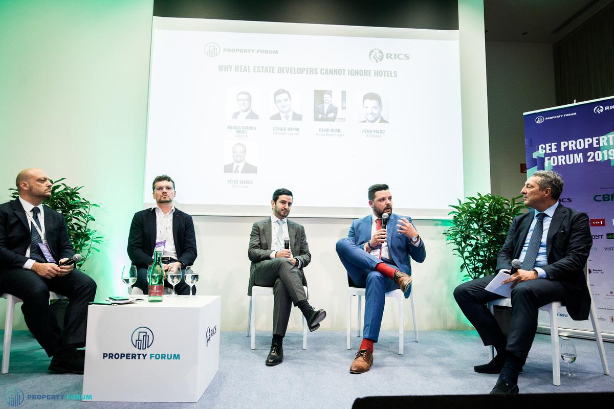 Hotel panel: Péter Takács (VLK Cresa), David Musil (Penta Real Estate), Gerald Hanna (Revetas Capital), Péter Palicz (KViHotel) and Marius Gomola MRICS (Horwath HTL Hungary/ HOTCO)