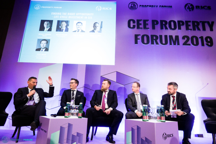 Life-cycle panel: Mátyás Gereben (CPI Hungary), Paul W. Hallam (GalCap Europe), Peter Noack (ZEITGEIST Asset Management), Dániel Jellinek (Indotek) and Michael Edwards MRICS (Cushman & Wakefield)
