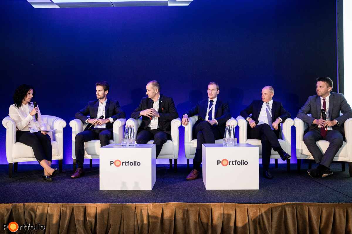 Wealth planning guidelines, new strategies, discretionary wealth planning. Conversation participants: the moderator,  Mónika Tabányi (Head of Private Banking, Concorde Értékpapír Zrt.), Bálint Botos CFA (Managing Partner, Forestay Group), István Horváth CFA (Director, K&H Bank Private Banking), István Illés (Partner and member of the board, Apelso Trust Zrt.), Tamás Parádi-Varga (CEO, SPB Befektetési Zrt.), Gyula Márk Pleschinger (Head of Private Banking, MKB Private Banking)