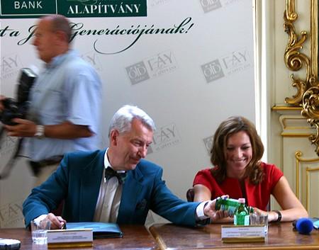 Vizi E. Szilveszter és Balogh Gabriella, az OTP Bank ügyvezető igazgatója