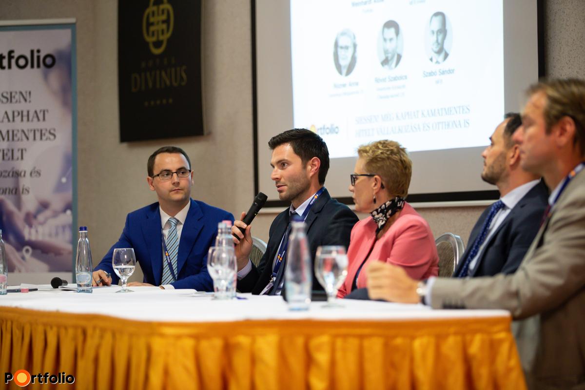Vállalatfinanszírozási lehetőségek 2019-2021 között – Panelbeszélgetés gyakorlati példák segítségéve Beszélgetés résztvevői: Weinhardt Attila (vezető elemző, Uniós Források rovatvezető, Portfolio), Rövid Szabolcs (befektetési menedzser, Hiventures Kockázati Tőkealap-kezelő Zrt.), Rózner Anna (üzletfejlesztési igazgató, Garantiqa Hitelgarancia Zrt.), Szabó Sándor (Értékesítési és Ügyfélkapcsolati Igazgatóság vezetője, MFB) Rendek Zoltán (befektetési menedzser, MFB Invest)