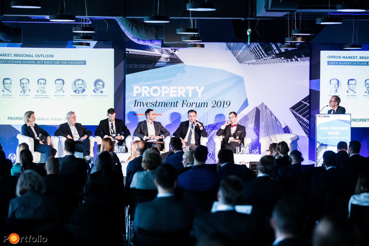 CEE's market outlook is good. But what are the dangers? A beszélgetés résztvevői: Dr. Schweizer Edina (Partner - Head of CEE Banking and Finance, Noerr), Rudolf Riedl MRICS (ügyvezető igazgató, Strabag Real Estate), Martin Polák (kelet-közép-európai regionális vezető, Prologis), Benjamin Perez-Ellischewitz MRICS (National Director, Head of Capital Markets Hungary, JLL), Tom Lisiecki (CEO, TriGranit), Jan Hübner (ügyvezető, HB Reavis Magyarország) és a moderátor, Jean-Bernard Wurm (Co-Founder & Managing Director, Secure Legal Title, London)