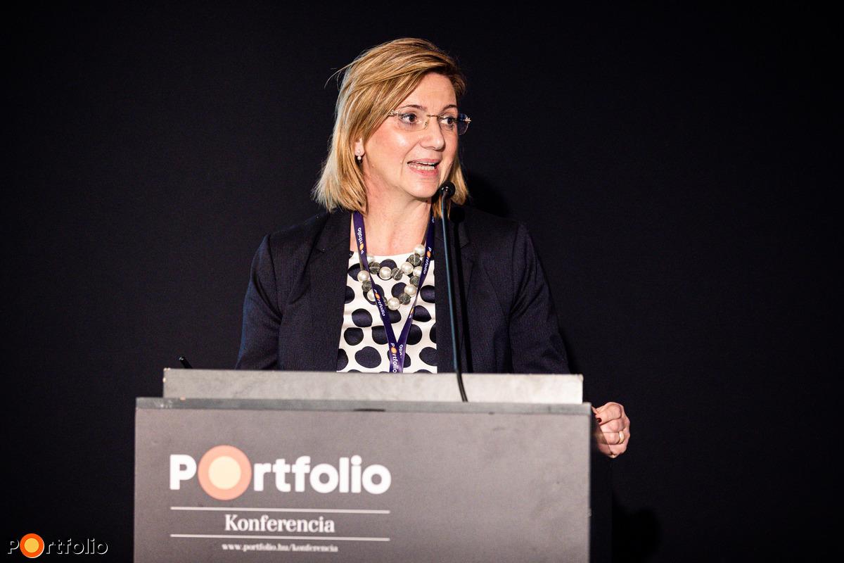 Zsuzsanna Szabó, befektetési szakértő, Raiffeisen Bank : Decision support solutions in customer service – Initial results and experiences