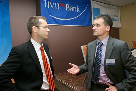 Előadás után: Günther Artner és Kocsis Péter (HVB Bank), a konferencia moderátora