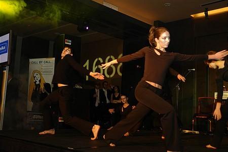 A fogadás nyitánya: modern tánc